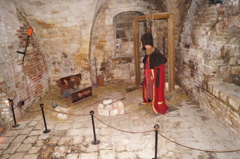 изображение средневекового подвала